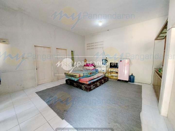 Tampilan Ruang Keluarga Family Guest House Pangandaran<br /> Di lengkapi dengan TV, Dispenser, Kulkas dan Free Extra Bed 5